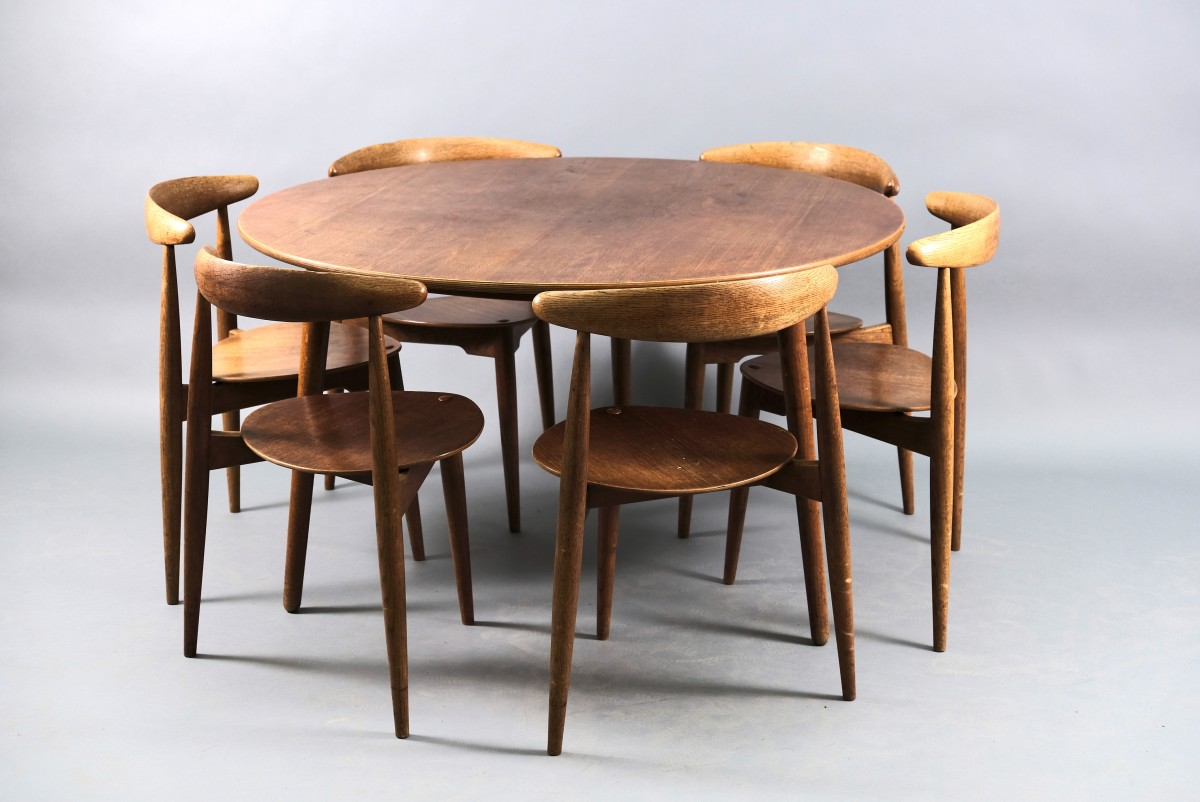 Mid-Century Oak Heart Dining Chairs and Table Set by Hans Wegner for Fritz Hansen, Set of 7